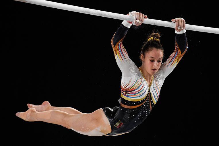 Tijdens haar oefening aan de brug met ongelijke leggers op het WK in Montreal.