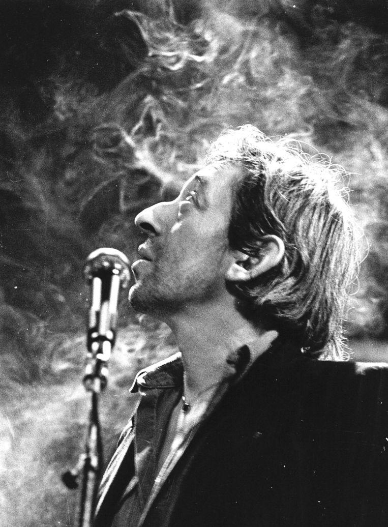 Serge Gainsbourg tijdens een repetitie in Parijs Beeld EPA