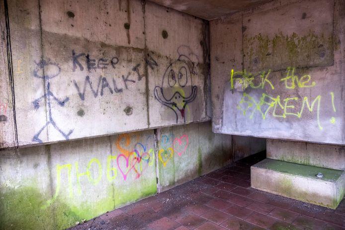 De politie beëindigde op zaterdag 12 december 2020 een illegaal feest in een holle ruimte van het viaduct over de A50.
