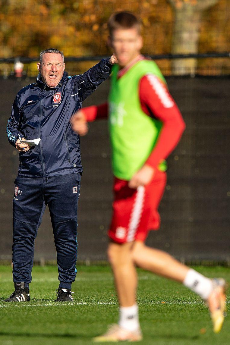 Ron Jans is dit seizoen de trainer van dit Twente en in die rol mede verantwoordelijk voor de wederopstanding van de club. Beeld Guus Dubbelman / de Volkskrant