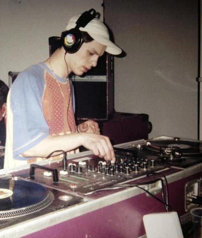 DJ David Toubiana draait tijdens één van de eerste edities van Glorification.