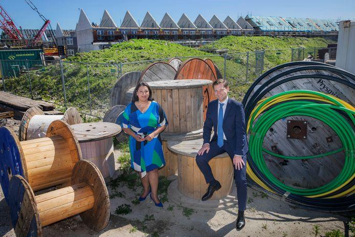 De gemeente Rijswijk gaat via een unieke constructie 100 huizen laten bouwen voor het middensegment. De wethouders Johanna Besteman en Jeffrey Keus hopen zo meer agenten, onderwijzers en medewerkers in de zorg in de gemeente te houden.