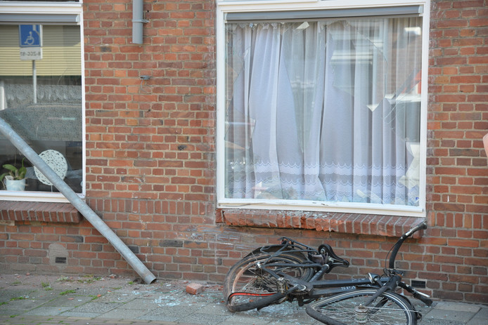Fietser opzettelijk aangereden in de Lindestraat in Breda.