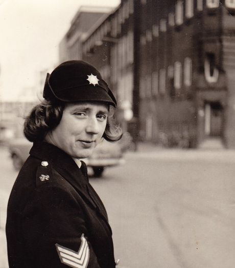 Mieke van Looij uit Absdale effende de weg voor politievrouwen