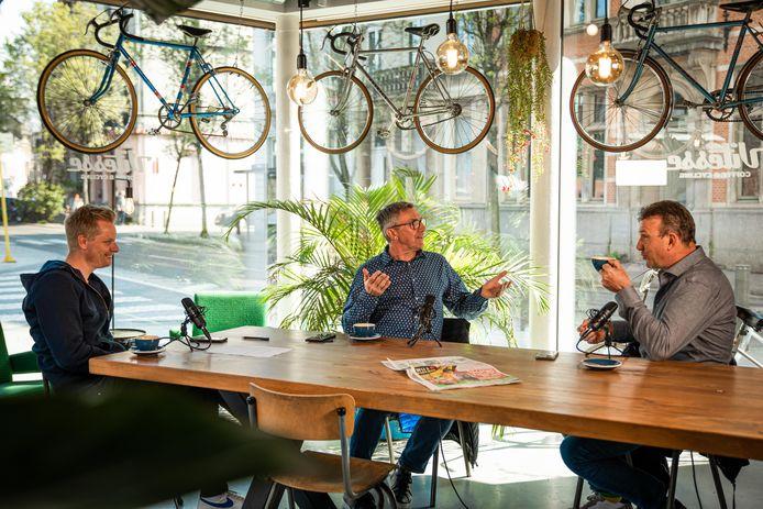 Dirk De Wolf en Johan Museeuw in de HLN Sportcast, samen met wielerjournalist Stijn Vlaeminck.
