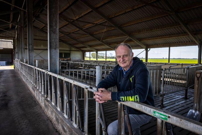 Wim Brus op de boerderij in Giethoorn die hij heeft verkocht.