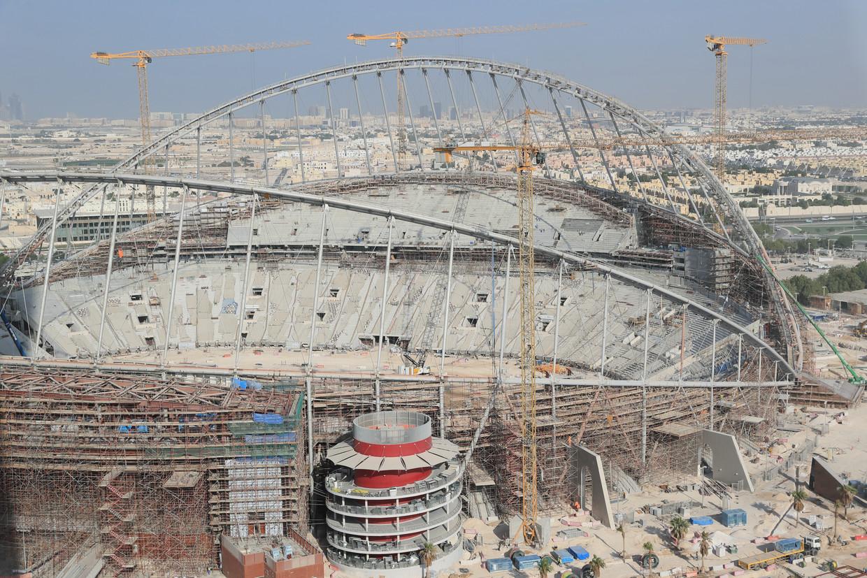 De bouw van het Khalifa International Stadium in Doha, de hoofdstad van Qatar. Beeld Getty Images