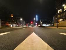 Totaal verlaten straten en snelwegen: zo ziet de avondklok in Twente eruit