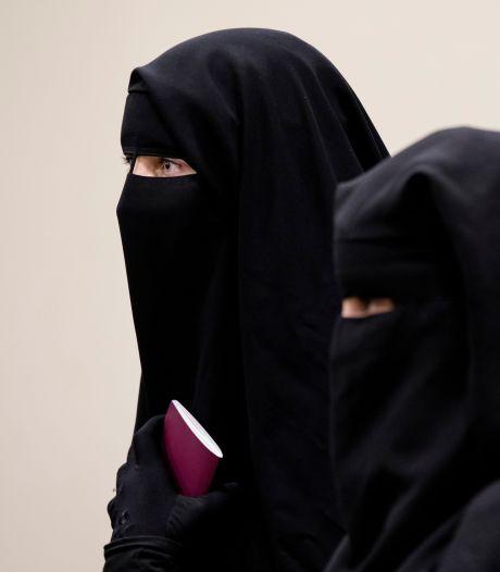 Boerkabuddies melden zich uit heel Nederland om moslima met boerka te beschermen