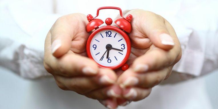 showing-red-alarm-clock.jpg