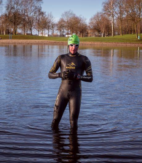 Oldebroekse triatleet ruilt zwembad in voor ijzige Zwolse plas: 'Soms knallen de vullingen uit mijn kiezen'