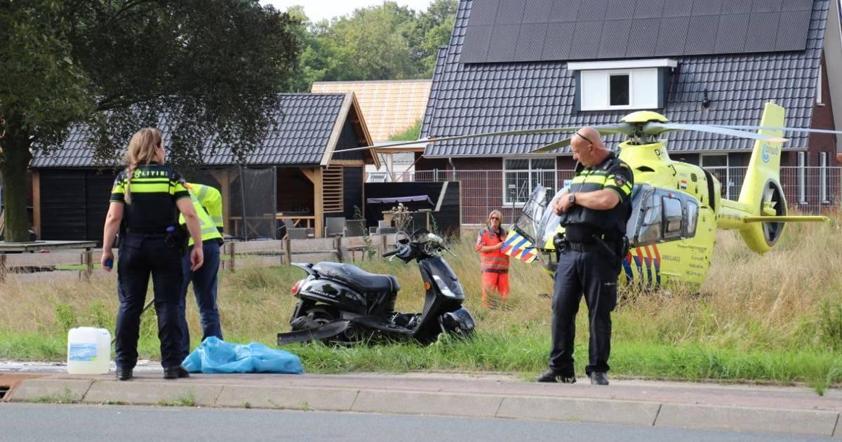 Scooterrijder gewond na botsing met plaatsnaambord Teuge.