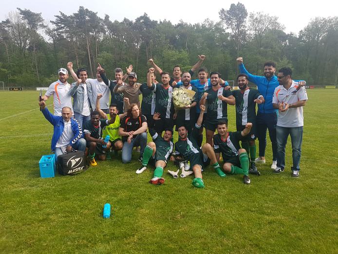Ulu Spor viert feest na de behaalde titel.
