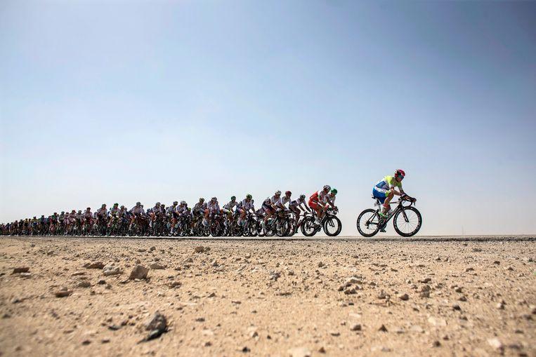 Hoe warm het is om te sporten in Qatar ondervonden de wielrenners op het WK in 2016. Beeld EPA