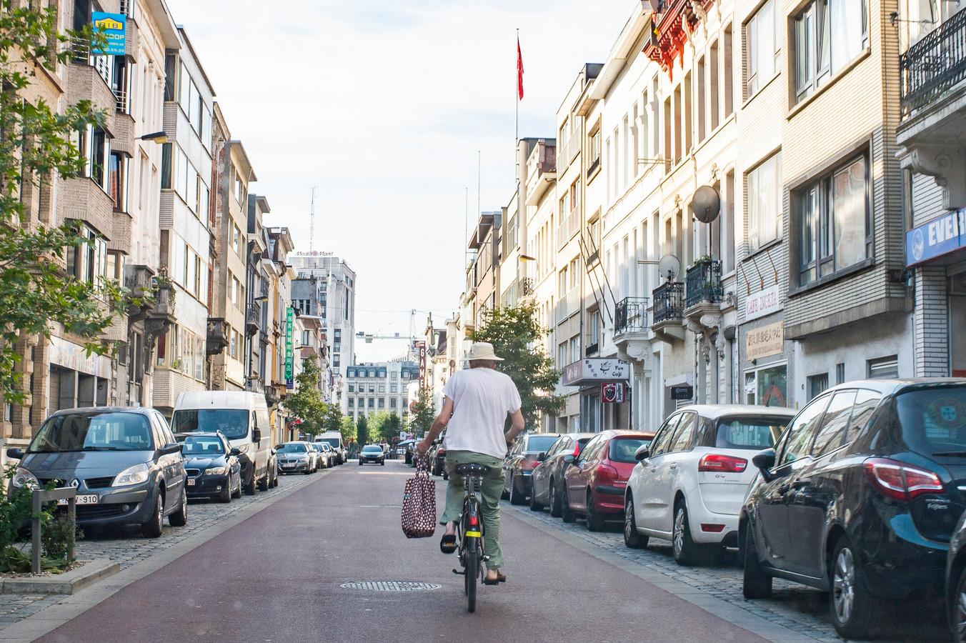 De rijweg in een fietsstraat is steeds volledig rood.