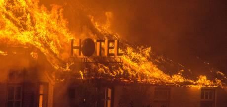 Zeer grote brand in Wanneperveen: voormalig hotel de Blauwe Hand gaat in vlammen op