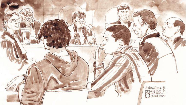 (VLNR) OvJ. Mr. H.H. Louwes, voorzitter Mr. Mv. B.I.Klaassens, Admilson R., Marcos R., Mr. E. van der Meer en Mr. W. Anker (advocaten van Marcos R.) in de rechtbank van Assen tijdens de zaak van de drie zogeheten Drentse roofmoorden Beeld anp