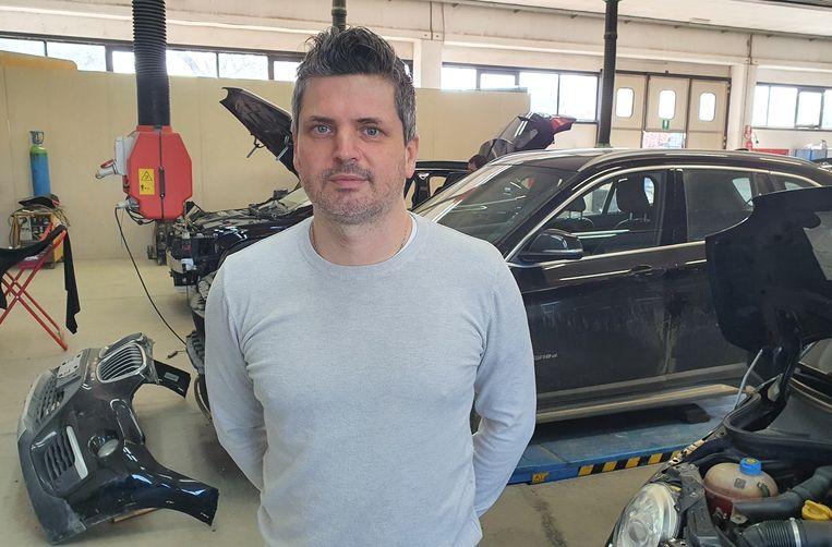 Leonardo Mioni possiede un'attività di carrozzeria e recentemente si è fusa con la fibra ottica.