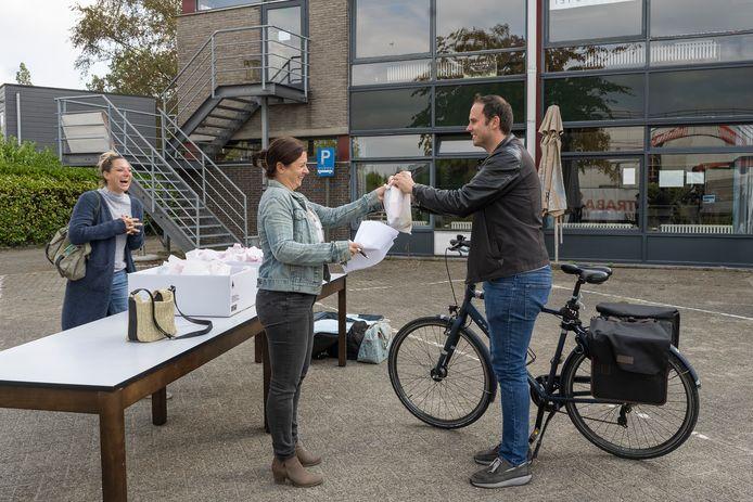 Wie met de fiets of te voet naar het werk kwam, kreeg 's middags een picknick aangeboden.