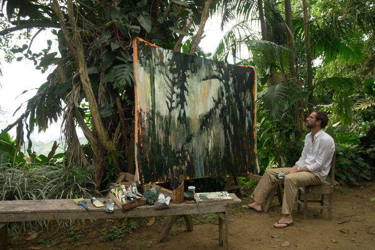 Nils Verkaeren, alleen met zijn doeken en verf in het oerwoud van Colombia. Beeld rv