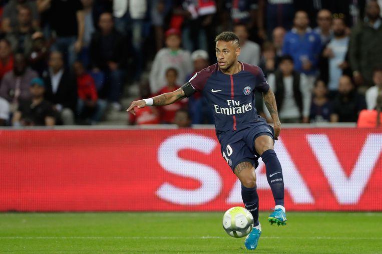 Neymar in actie tegen Toulouse. Hij scoorde twee doelpunten en gaf twee assists in de met 6-2 gewonnen wedstrijd. Beeld AFP