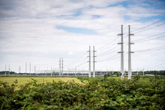 Dit nieuwe 380kV hoogspanningsstation bij Rilland meet al 6 hectare, maar het station dat TenneT ten westen van Halsteren of Lepelstraat moet gaan bouwen wordt zelfs dubbel zo groot: zo'n 12 hectare.