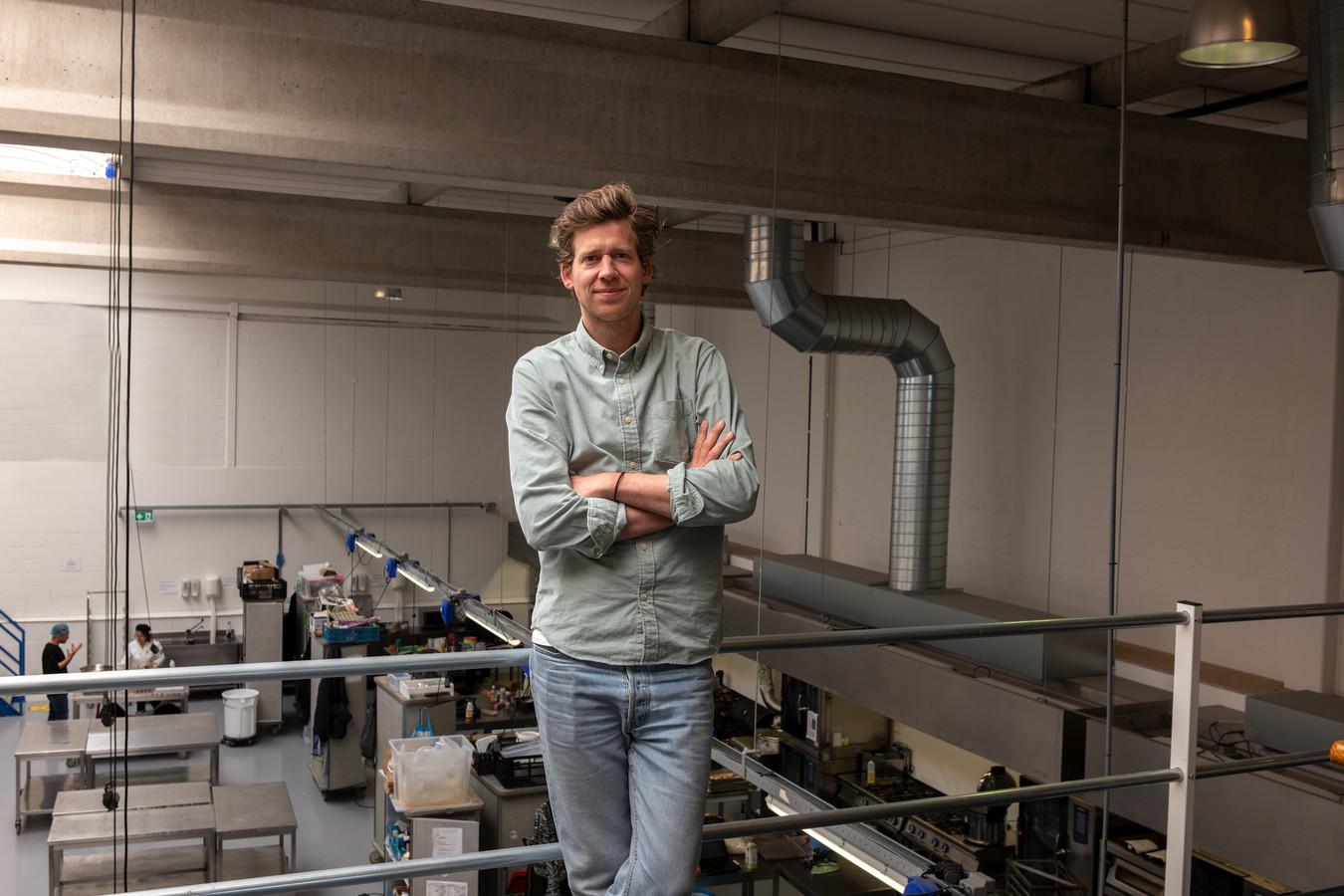 Joost Esser uit Vught in de keuken van zijn onderneming Plant B in Amsterdam.
