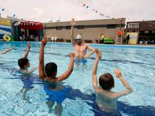 Hoek van Holland in ban van 'zwembadrel': 'Het geld moet naar het zwembad, niet naar een vogelasiel'