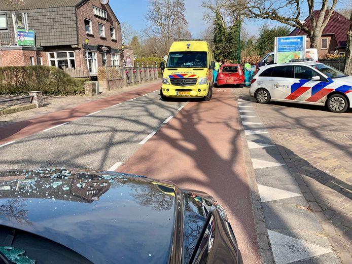 De situatie na de kopstaartbotsing in Sambeek.