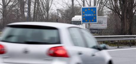 """""""Pas une vague, une marée"""": la police déconseille aux Belges de se rendre à Dunkerque à cause du variant britannique"""