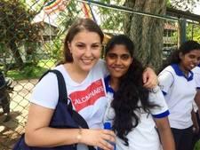Fleur (21) zat weekend lang geïsoleerd op een heuvel door overstroming in Sri Lanka