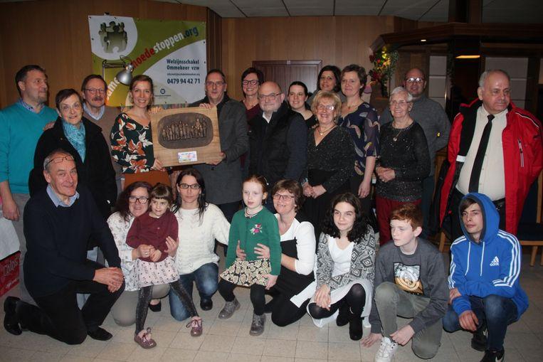 Welzijnsschakel overhandigde dit jaar de 'Laagste drempel'-award aan opvoedingsondersteuner Tinneke Van Eetvelde van het 'Huis van het Kind'.