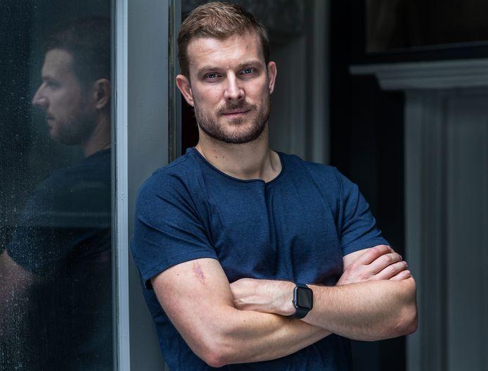 Utrechter Tom van den Nieuwenhuijzen (38) liet in 2019 een 'onschuldig' moedervlekje checken op zijn arm, dat bleek kwaadaardig. Zijn waarschuwende woorden op Twitter geven nog steeds mensen het nodige zetje om naar de dokter te gaan.