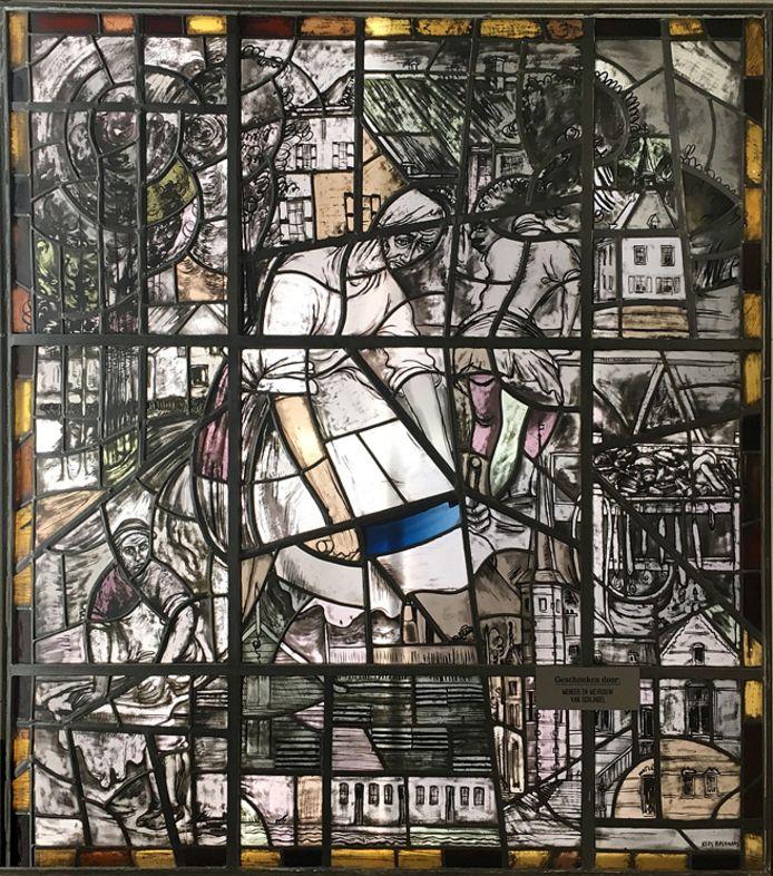 Het glas-in-loodraam van Kees Bastiaans dat van De Lind werd overgebracht naar KVL in Oisterwijk