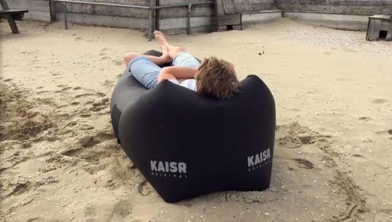 De zitzak van KAISR lijkt volgens de rechter te veel op die van Fatboy Beeld KAISR