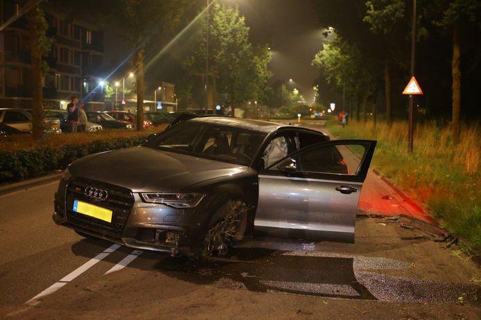 De Audi raakte van de weg en botste tegen een boom aan de Gestelseweg in Den Bosch.