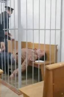 Drama in rechtszaal Belarus: politiek activist probeert zichzelf te doden voor ogen aanwezigen