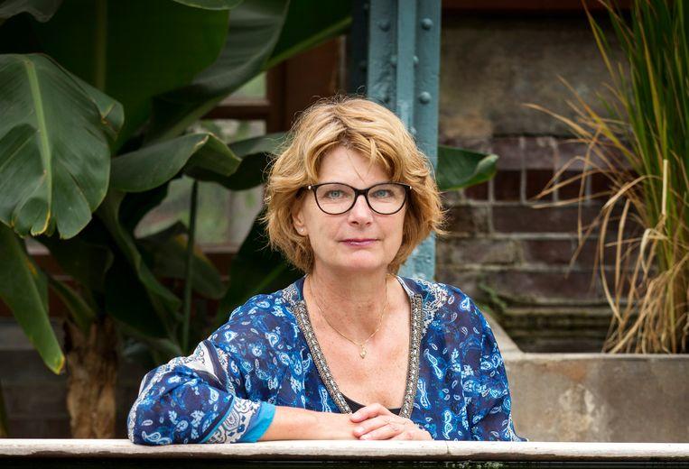 Christa Anbeek: 'Ik weet niet hoe ik anders duidelijk kan maken wat suïcide met levens doet dan door mijn familiegeschiedenis op te schrijven.'  Beeld Jörgen Caris