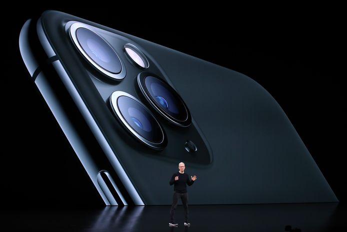 Apple-ceo Tim Cook tijdens de presentatie van de iPhone 11.
