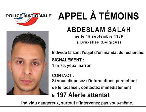Het signalement Abdeslam Salah, de enige overlevende terrorist van de aanslagen in Parijs. Enkele dagen voor de aanslagen van 22/3 in Brussel werd hij in Molenbeek door speciale eenheden ingerekend.