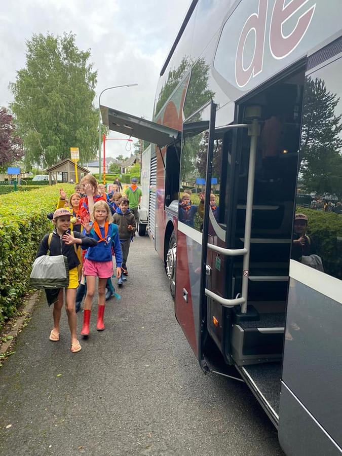 De stad schakelde een bus in om de KSA van Aarsele veilig terug naar Tielt te krijgen