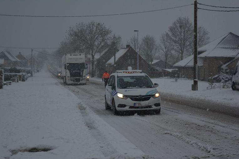 De N33 tussen Ichtegem en Torhout was rond de middag een tijdlang afgesloten op het stuk van de Torhoutbaan, waar de baan een lichte helling maakt.