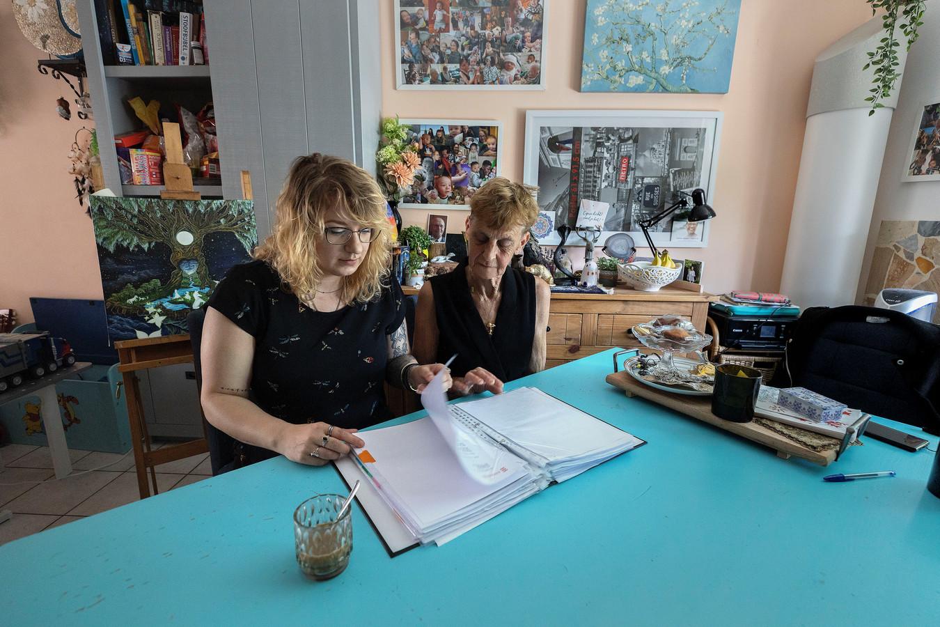 Sophia Hallegraeff (l) en tante Netty Cronenberg.