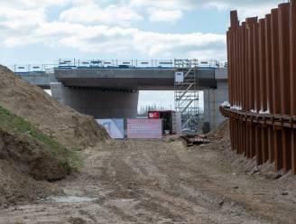 Vrees voor verspreiding chemisch vervuilde grond door werken Oosterweel