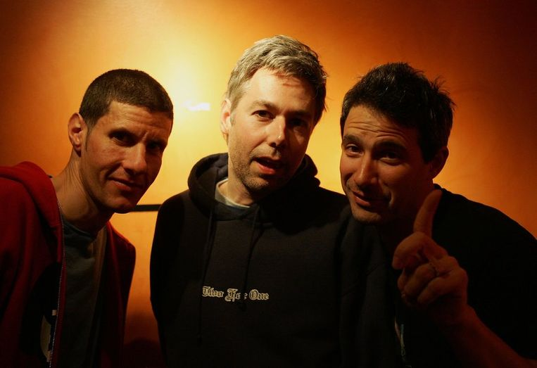 MCA (midden) met 'partners in crime' Mike D en Ad-Rock.