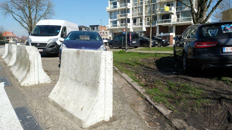 Werknemers zonder standplaats op de ziekenhuisparking mogen hun wagen vanaf 1 april maximaal twee uur mét parkeerschijf achterlaten in de omliggende straten.