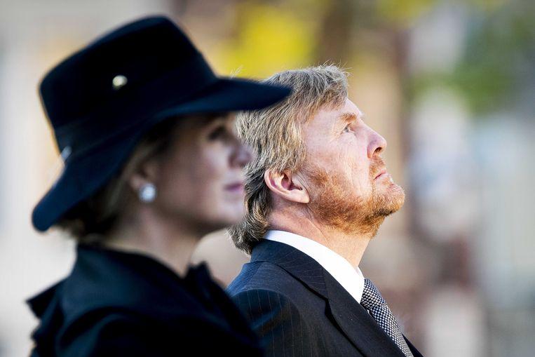 Koning Willem-Alexander en koningin Maxima tijdens de Nationale Dodenherdenking op de Dam.  Beeld ANP