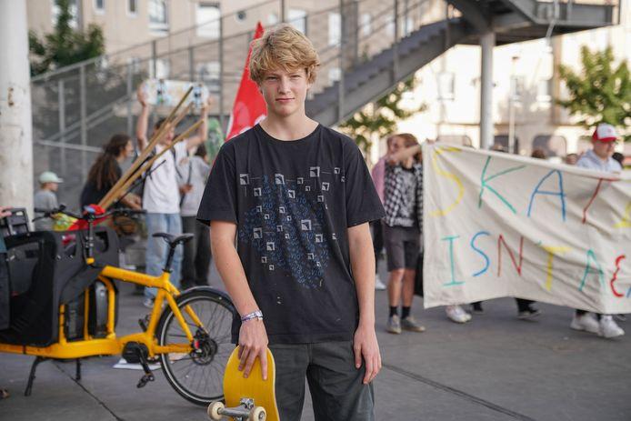"""Lucius (14) wil gewoon blijven skaten. """"Alsof ik daar zoveel kwaad mee doe?"""""""