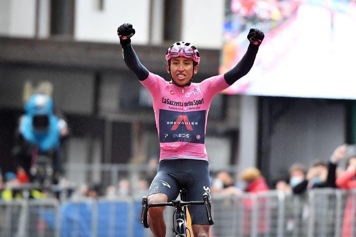 Egan Bernal zette de Giro naar zijn hand in Cortina d'Ampezzo.