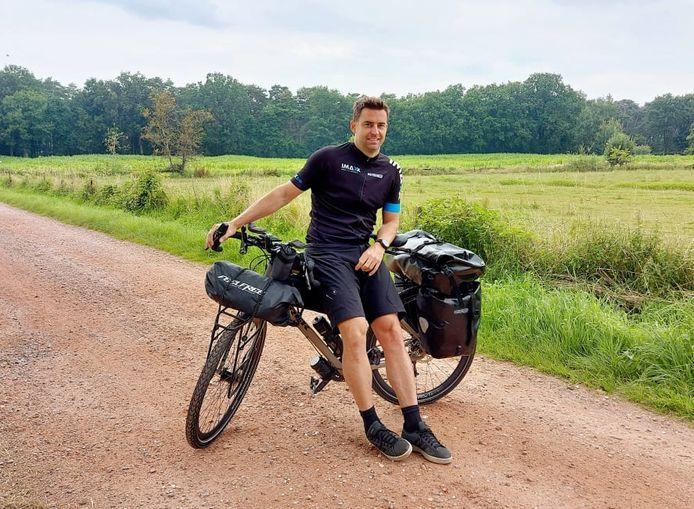 Nick Steemans fietst binnenkort 6.000 kilometer naar Iran.